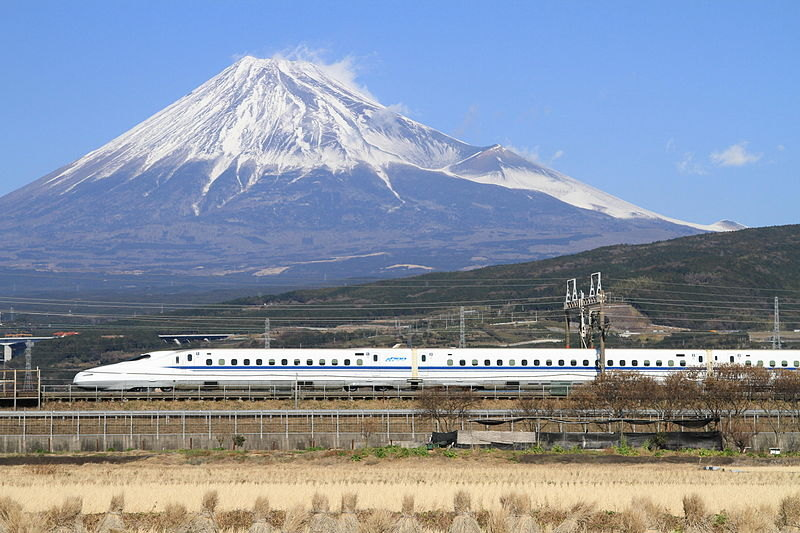 Shinkansen_N700_with_Mount_Fuji.jpg